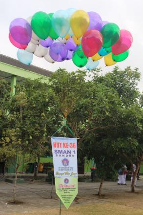 Balon Berhadiah di HUT 36 SMA N 1 Sanden