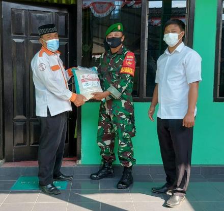 Bantuan Sembako dari TNI untuk Warga yang Terdampak Covid-19