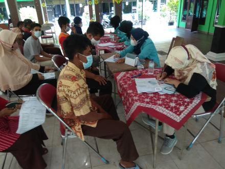 Vaksinasi covid-19 bagi warga masyarakat Murtigading