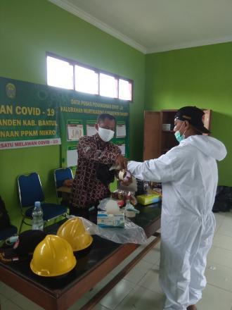 Persiapan pemakaman warga secara protokol kesehatan